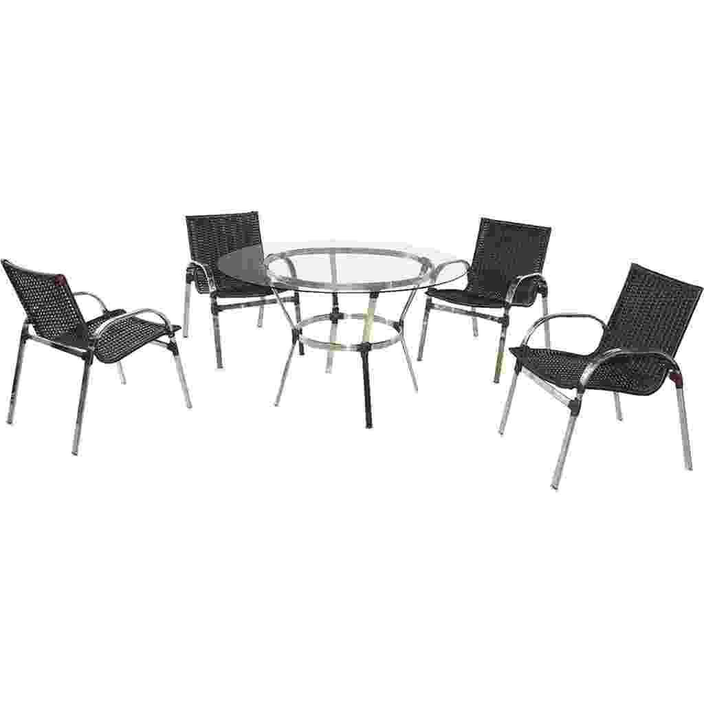 Indicado para uso em varandas e sacadas, esse conjunto é composto por mesa com tampo de vidro e quatro cadeiras em alumínio polido, com trançado em fibra sintética tabaco. Disponível nas Lojas Americanas (www.americanas.com) por R$ 2.299,89 - Divulgação