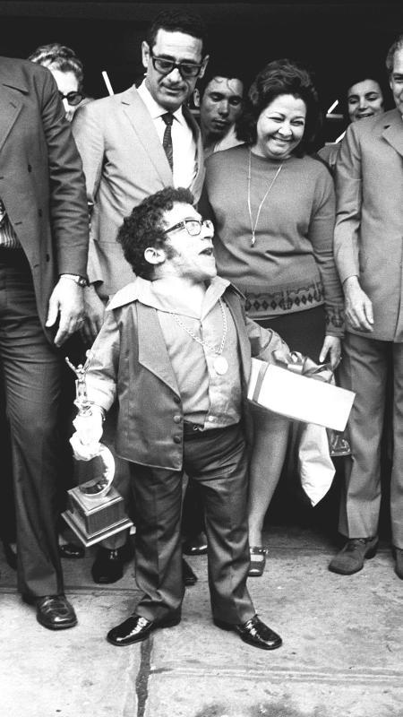 6.fev.1971 - O cantor Nelson Ned no Aeroporto do Galeão, no Rio de Janeiro - Arquivo/Agência O Dia/Estadão Conteúdo