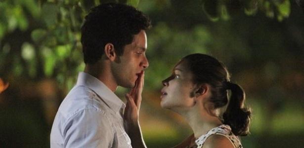 """Em """"Amor à Vida"""", Linda pede beijo a Rafael"""