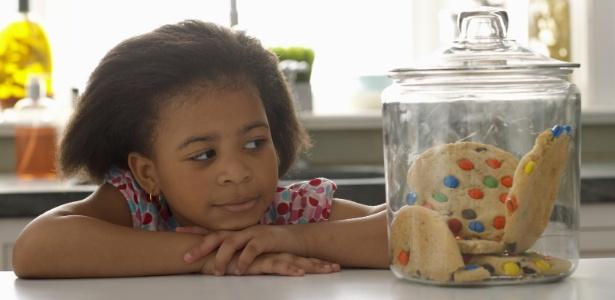 Comer açúcar é desnecessário para a saúde do organismo humano, sejam crianças, jovens, adultos ou idosos, de acordo com os médicos - Getty Images