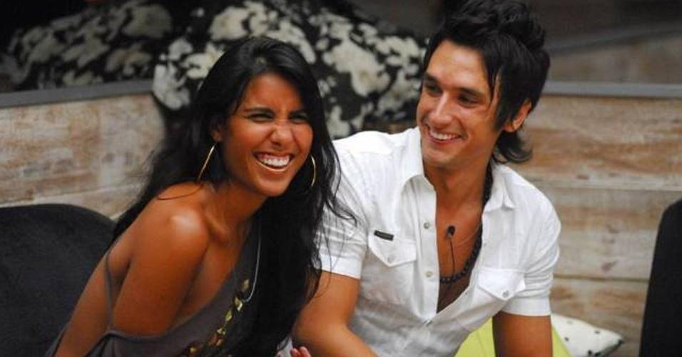 O hermano Pablo veio da Argentina e participou do BBB. No Brasil ele teve um affair com a sister Carolini