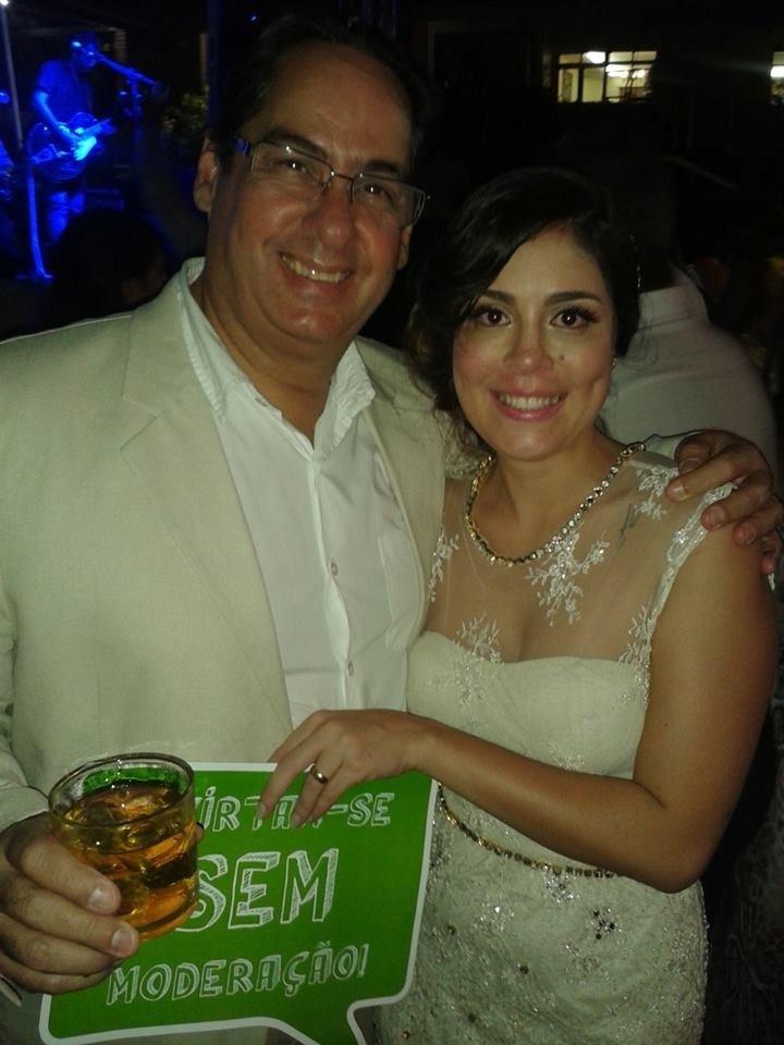 A bailarina de Recife, Bella Maia, 27 anos, no dia de seu casamento em outubro de 2013
