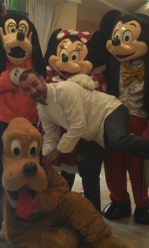Dono do  Buffet Infantil Superperalta, Vagner tem 37 anos, mora em São Paulo, no bairro de Pirituba, e é solteiro. Ele aparece fazendo graça em uma festa temática da Disney