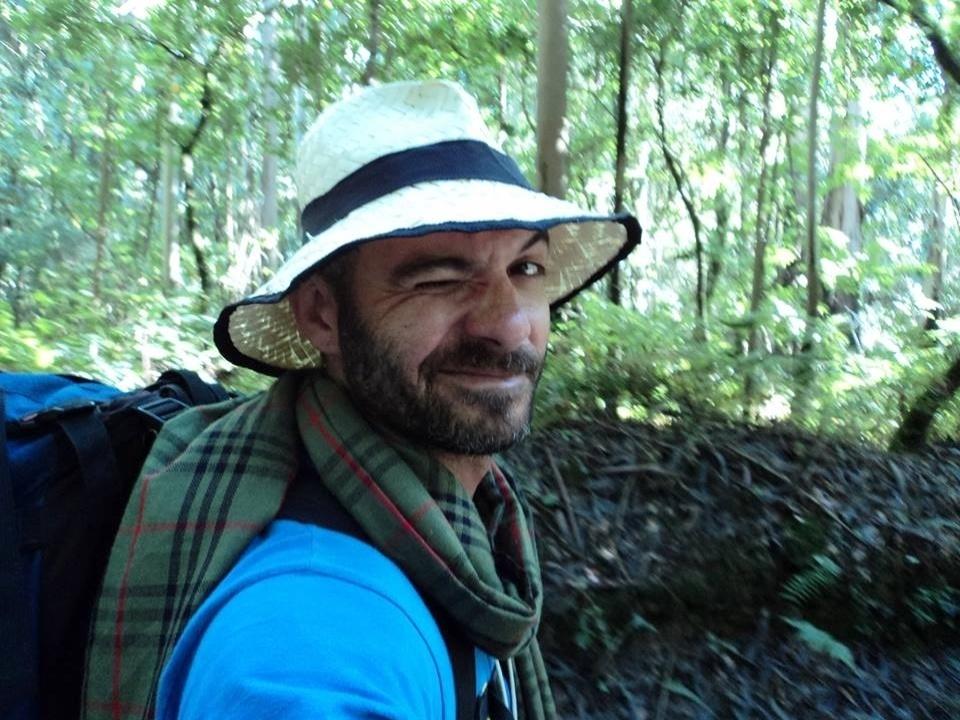 Dono do  Buffet Infantil Superperalta, Vagner tem 37 anos, mora em São Paulo, no bairro de Pirituba, e é solteiro. Na imagem aparece no Chile