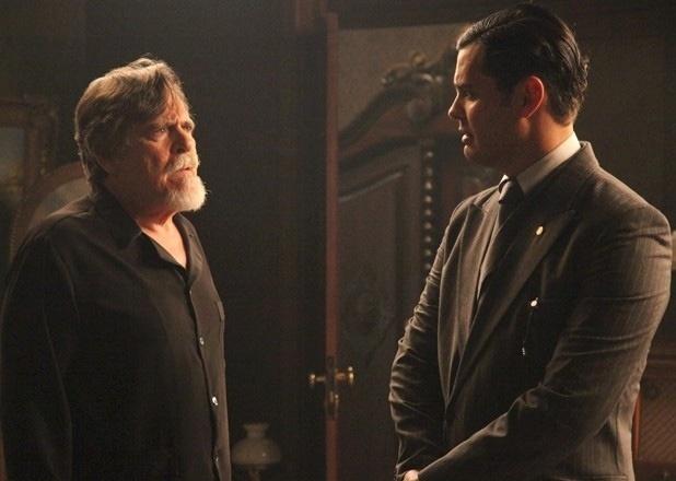 """Em """"Joia Rara"""", Manfred conta a Ernest que Franz foi preso"""
