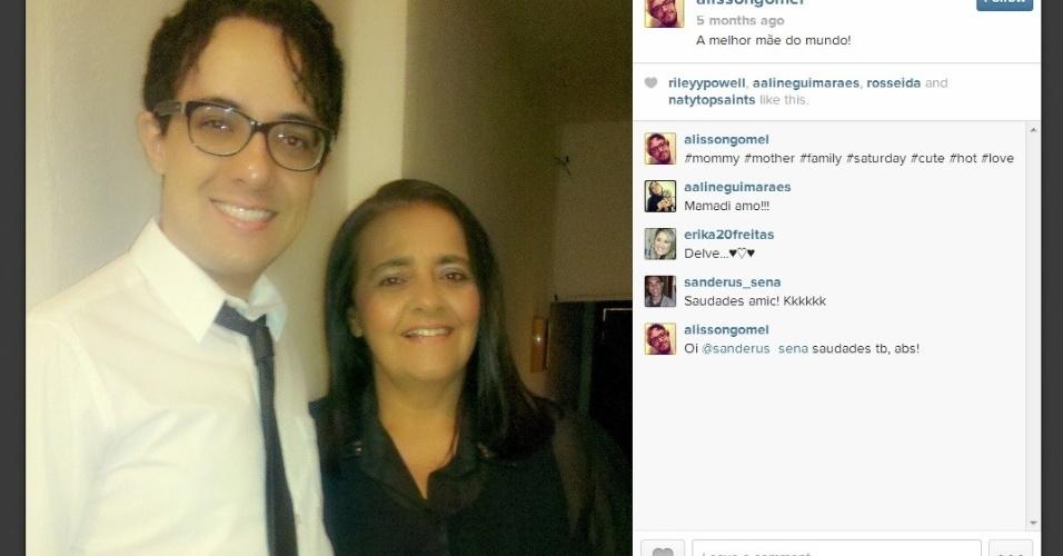 O professor de Alisson Gomel se declara para sua mãe. Ele completou 27 anos em dezembro
