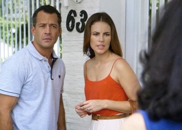 Paloma e Bruno ficam pasmos quando uma vizinha diz aos dois que Mariah foi embora de casa com Aline e um homem forte