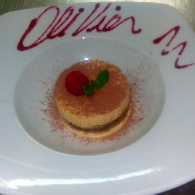 Rodrigo Lima, de 28 anos é cozinheiro. Nas redes sociais ele exibe alguns dos pratos feitos no restaurante Olivier, onde trabalhou em Portugal