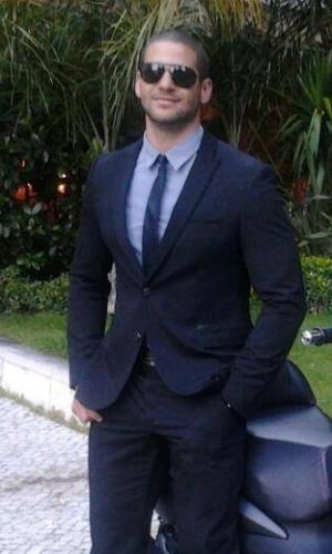Rodrigo Lima tem 28 anos e é natural de Recife. Ele morou em Portugal onde trabalhou como cozinheiro. Rodrigo também gosta de malhar e exibir o corpo sarado nas redes sociais