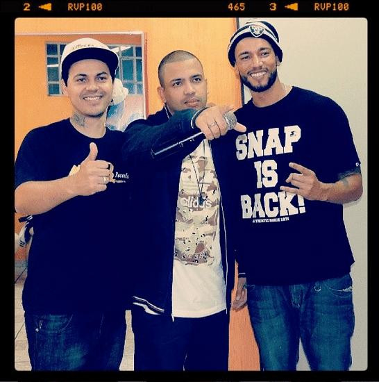 Slim e os músicos Thiago Beats & Tiago Projota