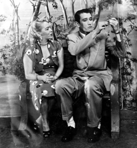 """1952 - Os atores Paulo Goulart e Jane Batista em cena da novela """"Helena"""", a primeira protagonizada pelo ator"""