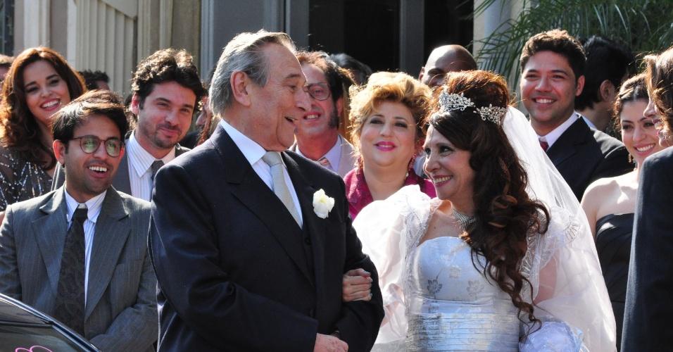 """2011 - Paulo Goulart e Vera Mancini se casam em cena da novela """"Morde & Assopra"""""""