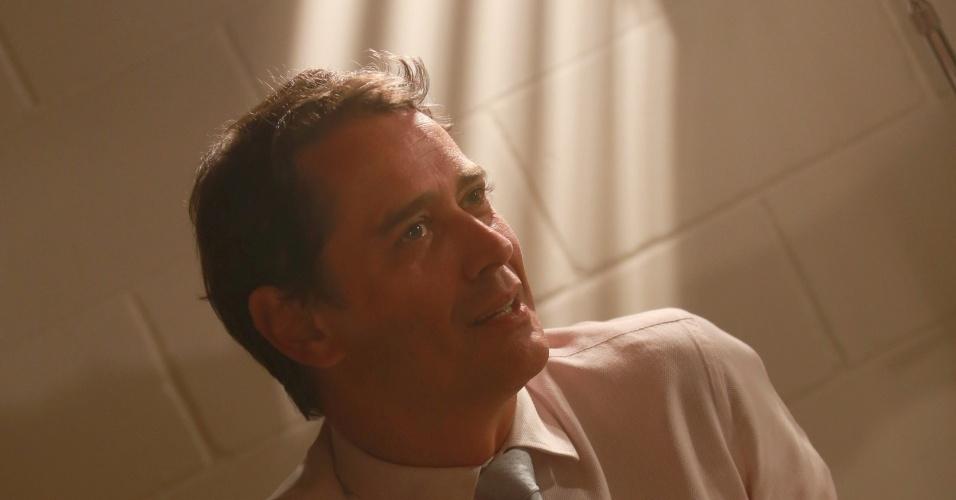 """7.jan.2014 - O ator Marcello Antony comenta, em camarim do Projac, que acha que os personagens gays de """"Amor à Vida"""" poderiam ter mães e pais para aprofundar a discussão do assunto na novela"""