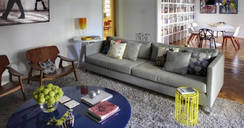 A decoração do apartamento alugado, com 220 m², no bairro do Leblon, Rio de Janeiro (RJ), se apoia em peças