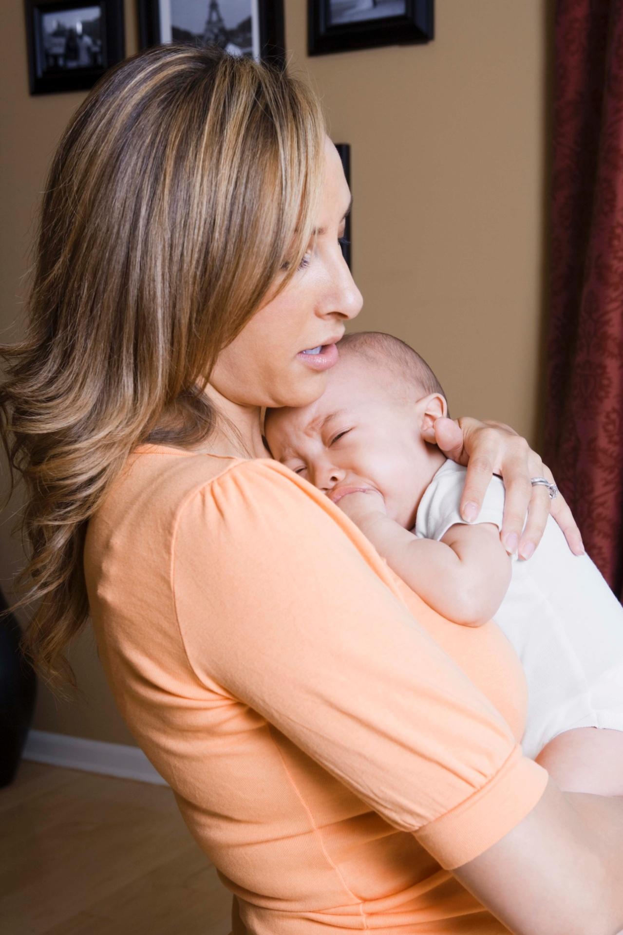 Aprenda táticas para amenizar as cólicas do bebê - 09 01 2014 - UOL Universa 7fcd552e84fef