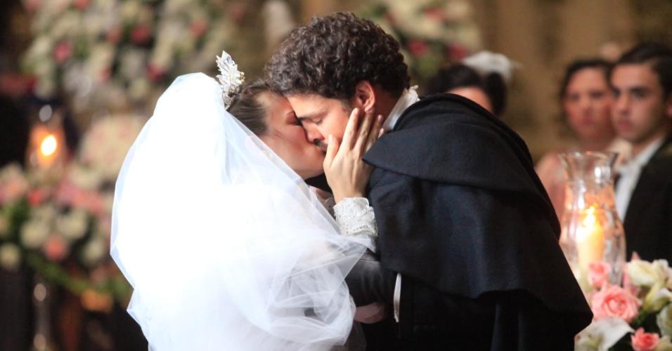 """Em 2011, o ator interpretou o herói sertanejo Jesuíno em """"Cordel Encantado"""". O personagem viveu um romance de conto de fadas com a doce Açucena, personagem de Bianca Bin"""