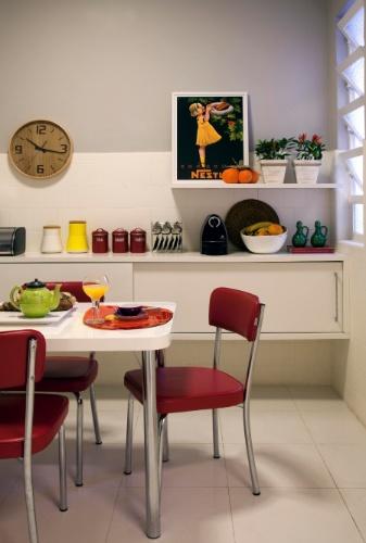 Na cozinha, para aproveitar o azulejo original