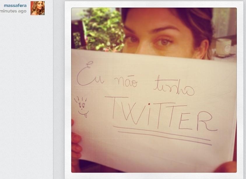 """09.jan.2013- Em foto no Instagram, Grazi Massafera avisa: """"Eu não tenho Twitter"""". A atriz tem um perfil falso no microblog com mais de 20 mil seguidores"""