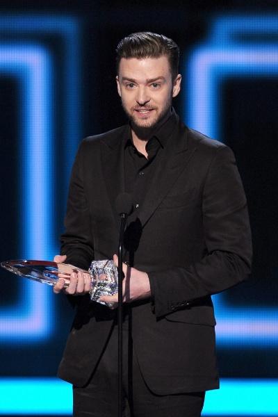 8.jan.2014 - Justin Timberlake fatura o prêmio de Álbum Favorito por 20/20 The Experience, lançado em 2013