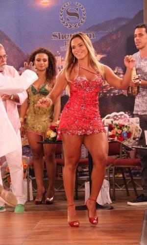 9.jan.2014 - A musa da escola de samba Salgueiro, Bianca Salgueiro, mostrou seu rebolado com curvas torneadas em programa de televisão