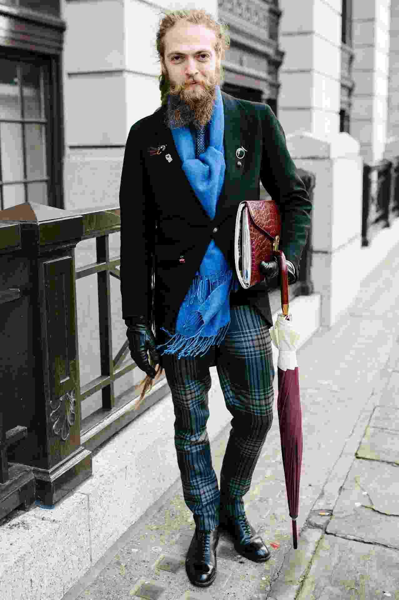 O assessor de imprensa Daniel posa com look total de Florin Dobre durante a temporada Inverno 2014 da London Collections: Men, semana de moda masculina de Londres - Getty Images