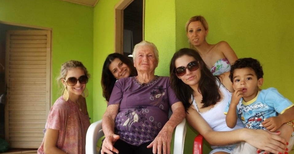 Tatiele Polyana e família
