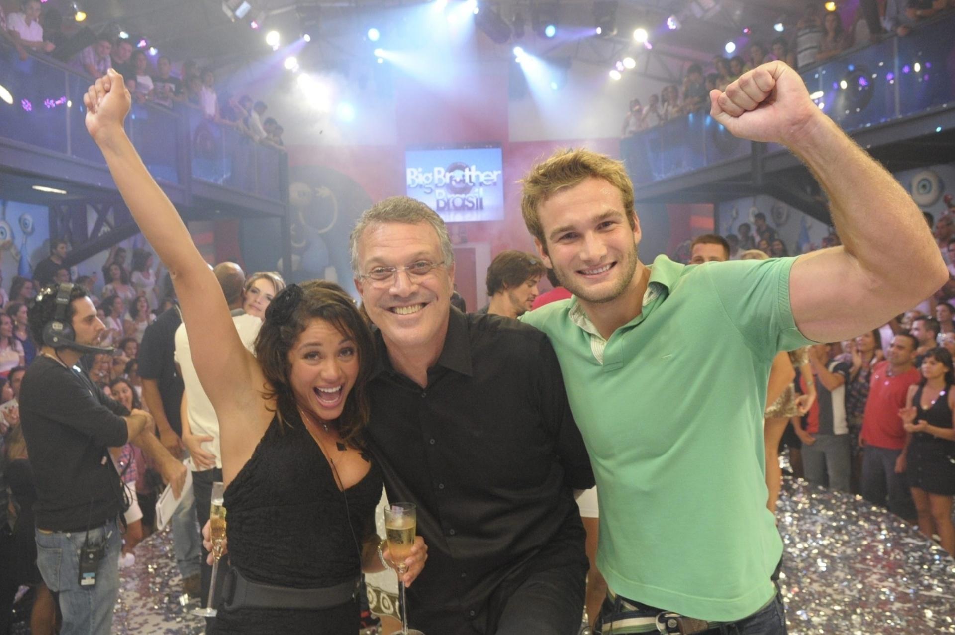 30.mar.2011- Pedro Bial no BBB11 ao lado de Maria e Wesley