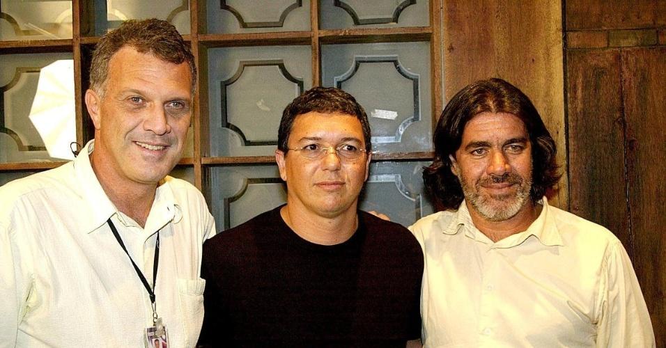 """Jan.2004 - A partir da esquerda, o apresentador Pedro Bial, os diretores Boninho e Carlos Magalhães, do reality show """"Big Brother Brasil"""""""