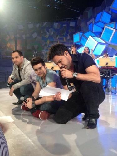 """Luan Santana comanda o """"Sai do Chão"""" deste domingo (12) e recebe Zezé Di Camargo e Luciano no palco"""