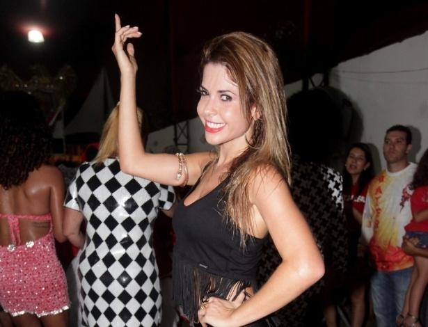 11.jan.2014 - A ex-BBB e musa da Dragões da Real Cacau Colucci participa de ensaio na quadra da escola em São Paulo