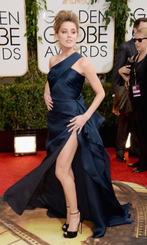 12.jan.2014 - A atriz Amber Heard, affair de Jonnhy Depp, exibe fenda no tapete vermelho da edição 2014 do Globo de Ouro, em Beverly Hills