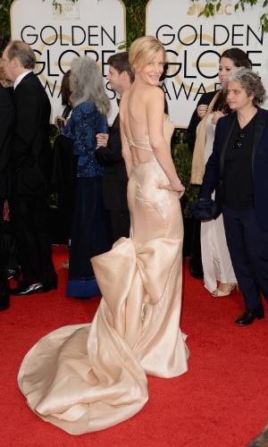 """12.jan.2014 - A atriz Anna Gunn. de """"Breaking Bad"""", chega para a edição 2014 do Globo de Ouro, em Beverly Hills"""