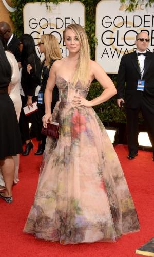 """12.jan.2014 - A atriz Kaley Cuoco, de """"The Big Bang Theory"""", chega para a edição 2014 do Globo de Ouro, em Beverly Hills"""