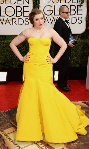 """12.jan.2014 - A atriz Lena Dunham, indicada a melhor atriz de série de comédia por """"Girls"""", chega para a edição 2014 do Globo de Ouro, em Beverly Hills"""