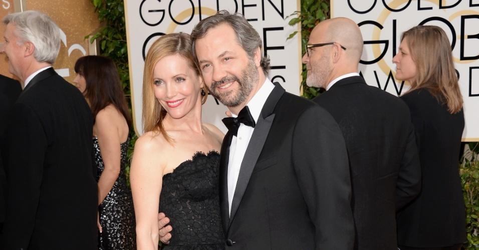 12.jan.2014 - A atriz Leslie Mann e o cineasta Judd Apatow chega, para a edição 2014 do Globo de Ouro, em Beverly Hills