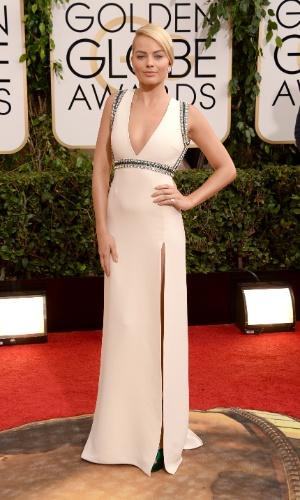 """12.jan.2014 - A atriz Margot Robbie, de """"O Lobo de Wall Street"""", chega para a edição 2014 do Globo de Ouro, em Beverly Hills"""