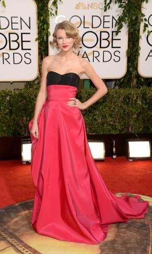 12.jan.2014 - A cantora Taylor Swift chega para a edição 2014 do Globo de Ouro, em Beverly Hills