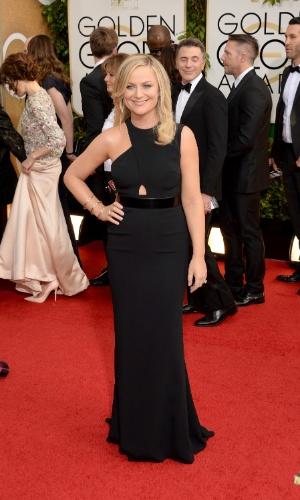 12.jan.2014 - Apresentadora do Globo de Ouro 2014, Amy Poehler  posa no tapete vermlelho da cerimônia, em Beverly Hills