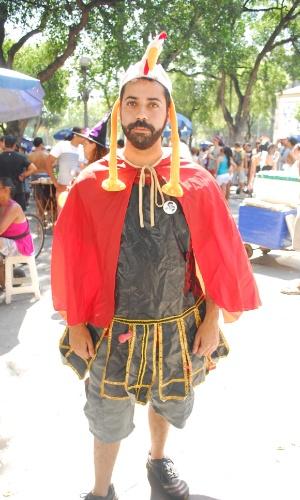 12.jan.2014 - Folião participa da abertura não oficial do Carnaval de Rua na cidade, movimento liderado pela Desliga dos Blocos do Rio de Janeiro