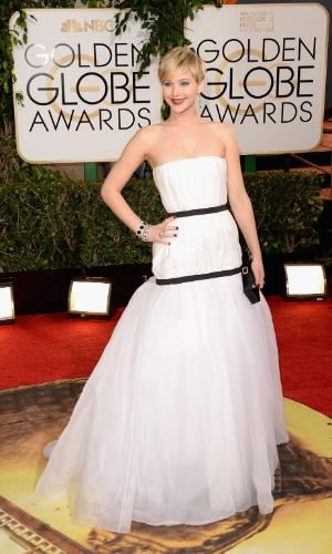 """12.jan.2014 - Indicada a melhor atriz coadjuvante por """"Trapaça"""", Jennifer Lawrence chega para o Globo de Ouro 2014, em Beverly Hills"""