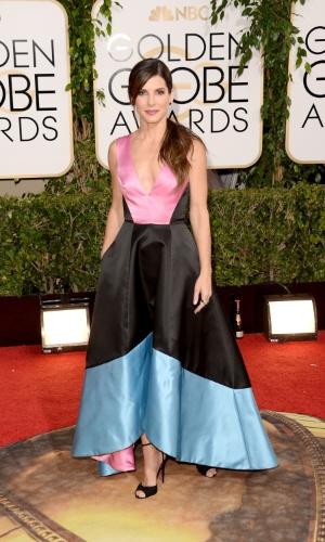 """12.jan.2014 - Indicada a melhor atriz dramática por """"Gravidade"""", Sandra Bullock chega para o Globo de Ouro 2014, em Beverly Hills"""