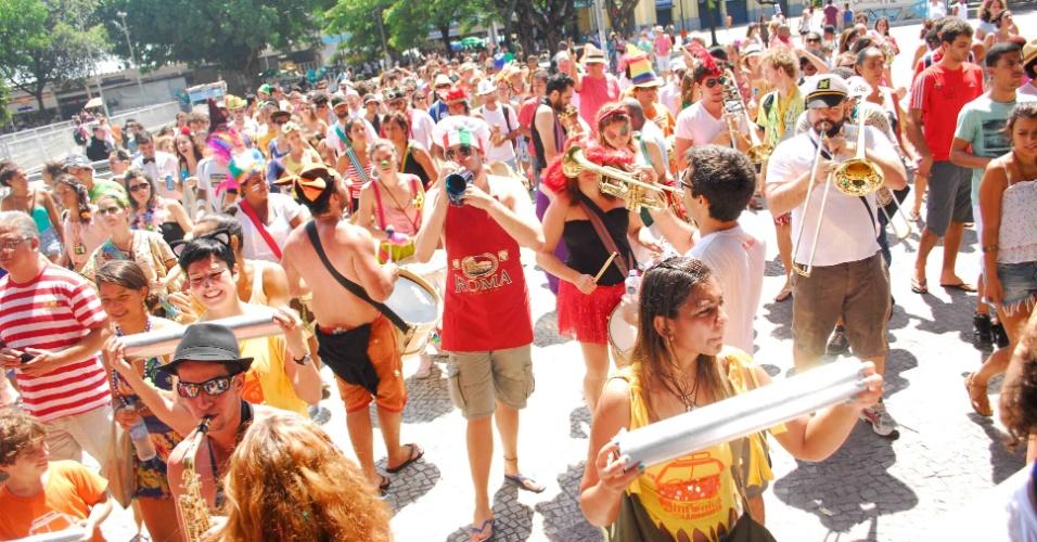 12.jan.2014 - Mais de quinze blocos de rua independentes fazem a abertura não oficial do Carnaval de rua no Rio de Janeiro. Eles compõem o movimento Desliga dos Blocos, que não segue as normas da Prefeitura do Rio. O objetivo do evento é defender o Carnaval livre e popular