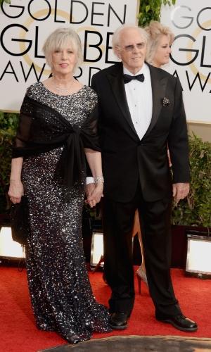 12.jan.2014 - O ator Bruce Dern chega ao Globo de Ouro 2014 acompanhado da mulher, Andrea