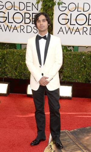 """12.jan.2014 - O ator Kunal Nayyar, de """"The Big Bang Theory"""", chega para a edição 2014 do Globo de Ouro, em Beverly Hills"""