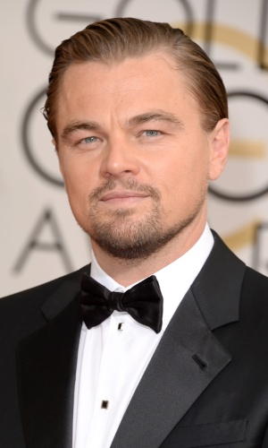 """12.jan.2014 - O ator Leonardo DiCaprio, indicado a melhor ator de comédia/musical por """"O Lobo de Wall Street"""", posa no tapete vermelho do Globo de Ouro 2014"""