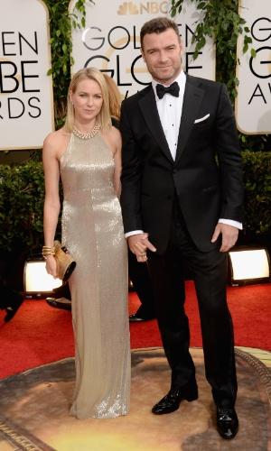 12.jan.2014 - Os atores Naomi Watts e Liev Schrieber chegam para a edição 2014 do Globo de Ouro, em Beverly Hills