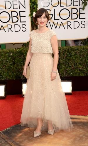 """12.jan.2014 - Zooey Deschanel, indicada a melhor atriz de comédia por """"New Girl"""",  chega para a edição 2014 do Globo de Ouro, em Beverly Hills"""