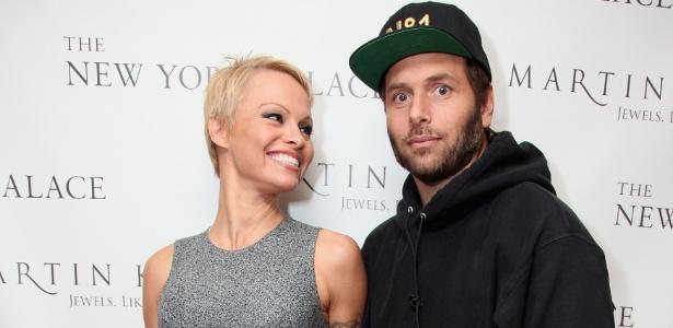 Pamela Anderson e Rick Salomon ainda estão casados