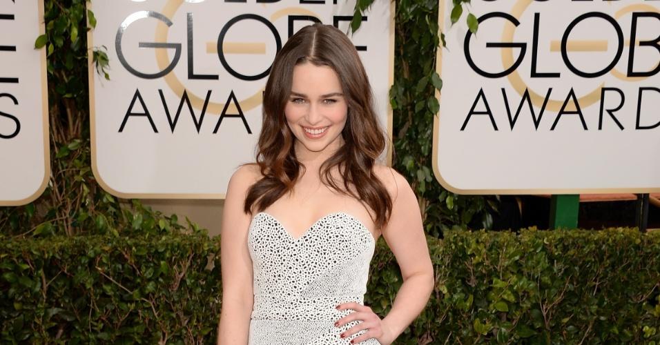 """12.jan.2014 - A atriz Emilia Clarke, de """"Game of Thrones"""", posa no tapete vermelho do Globo de Ouro 2014, em Beverly Hills"""