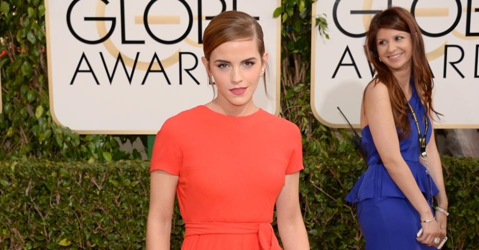 12.jan.2014 - A atriz Emma Watson posa no tapete vermelho do Globo de Ouro 2014, em Beverly Hills